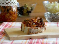 La caponata classica sottovuoto è un contorno che vi tornerà utile nella stagione invernale ... un mix di verdure dal gusto agrodolce molto appetitoso che...