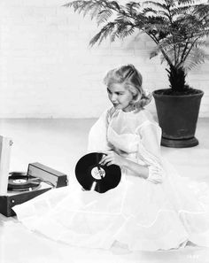 Full publicity shot of seated Sandra Dee as Evelyn Leslie, holding record. 50s Actresses, Classic Actresses, Turner Classic Movies, Classic Films, Hollywood Music, Old Hollywood, Sandra Dee Movies, Gidget Movie, James Darren