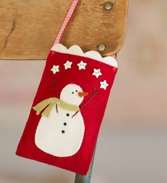 Snow Pocket  Bunnyhill Designs free tute for wool applique