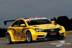http://cdn-5.motorsport.com/static/img/amp/400000/450000/455000/455900/455945/s6_93879/wtcc-lada-unveils-new-wtcc-car-2014-lada-vesta.jpgからの画像