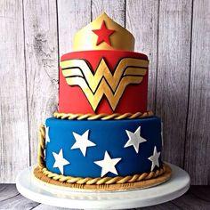 Resultado de imagem para bolo mulher maravilha com nome