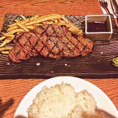 サーロインステーキ❤️ #japan#tokyo#travel#旅#旅行#観光#meat#meal#肉#steak#ステーキ#サーロインステーキ#パン#東京#lunch#ランチ#クリスマス#西麻布#prisma#art #芸術