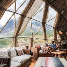 29 Reasons Tiny Hotels Are The Next Big Travel Trend Huka Lodge, Geodesic Dome Homes, Dome House, Earthship, Round House, Beautiful Hotels, Cabana, Future House, Architecture Design