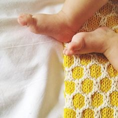 Bee Blanket | We Are Knitters