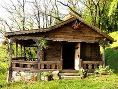 Tiny cabin with a wrap-around porch. I know the view much be wonderful, too. Small Log Cabin, Little Cabin, Tiny House Cabin, Log Cabin Homes, Cozy Cabin, Guest Cabin, Small Cottages, Cabins And Cottages, Old Cabins