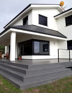 4 Bedroom House Designs, Modern Exterior House Designs, House Paint Exterior, Architectural Design House Plans, Modern Architecture House, Architecture Design, Classic House Design, Unique House Design, Stucco House Colors