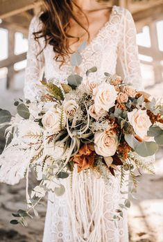Boho beach wedding bouquet - cream and peach wedding bouquet with greenery - See more bouquet ideas on WeddingWire! {Dearly Beloved Photography} Fall Bouquets, Fall Wedding Bouquets, Fall Wedding Colors, Bride Bouquets, Floral Wedding, Flower Bouquets, Wedding Gowns, Spring Wedding, Wedding White