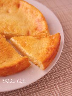 おはようございます。ようこそ、いらっしゃいませ。訪れてくださって、ありがとうございます♪本日のレシピは、とっても簡単にできるチーズケーキです。クリームチーズがない! 生クリームもない!それでもチーズケーキが食べたいときに!!スライスチーズと牛乳と卵があれば、さくっと作れちゃいます♪しっとりなめらかなタイプと、ふんわりしっかりタイプ。ホットケーキミックスの量によって、ケーキのタイプは2種類から選べます...