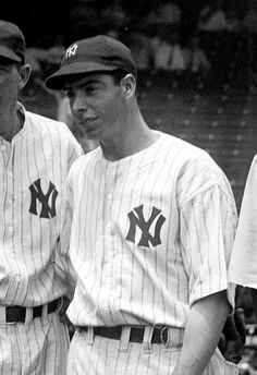 """Joseph Paul """"Joe"""" DiMaggio (November 1914 – March was an American Major League Baseball center fielder who played his entire career for the New York Yankees. He is perhaps best known for his hitting streak (May 15 – July a record that still stands. Baseball Scores, Baseball Star, Baseball Games, Baseball Players, Baseball Savings, Baseball Photos, Baseball Jerseys, Joe Dimaggio, Equipo Milwaukee Brewers"""