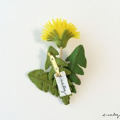"Dandelion felt applique and embroidery brooch by e.no.bag ""タンポポ ノ ブローチ"" #dandelion #brooch #embroidery #needlework"