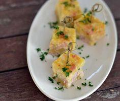 Spaanse tortilla uit de oven met aardappel, bacon, bosui, ei en kaas. Heerlijk, makkelijk om te maken en snel klaar. Een echte aanrader!