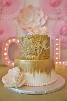 Hello, gorgeous gold cake! This is a first birthday show stopper!