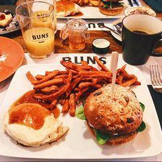 La prima recensione del 2016 non poteva non essere un omaggio al mio pasto preferito: IL BRUNCH! Questa volta rimaniamo nella mia città, Verona, da Buns Gourmet Burgers!   http://www.bibiadvisor.it/brunch-buns-gourmet-burgers-verona/
