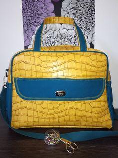 Sac à langer Boogie d'Anaïs -  simili turtle jaune - Patron sac à langer Sacôtin