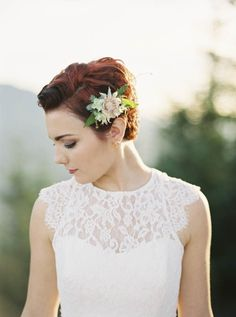 Pixie cut & pretty flowers | Allen Tsai Photography