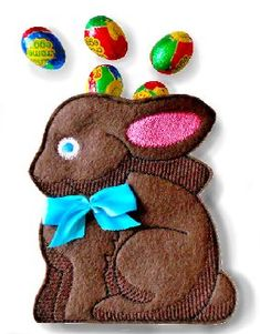 Free chocolate bunny treat bag design! It's sewn on felt and is a sew-in-the-hoop treat bag that includes instructions. So easy and fun to make!
