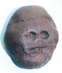 """First known """"art"""" object: Water-worn pebble resembling a human face, from Makapansgat, South Africa, ca. Indian Artifacts, Native American Artifacts, Historical Artifacts, Ancient Artifacts, Ancient Aliens, Ancient History, Art History, History Museum, Religions Du Monde"""