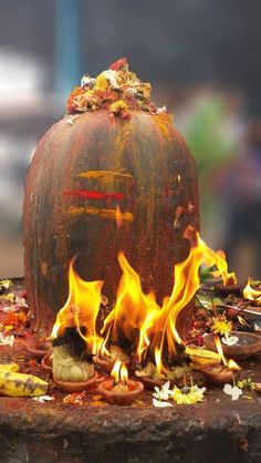 Om Namah Shivaya - Om Namah Shivaya (Sanskrit: ॐ नमः शिवाय; IAST: ॐ Namaḥ Śivāya) is one of the most popular Hindu mantras and the most important mantra in Shaivism. Lord Shiva Statue, Lord Shiva Pics, Lord Shiva Hd Images, Lord Shiva Family, Krishna Images, Kali Mantra, Lord Shiva Mantra, Arte Shiva, Mahakal Shiva