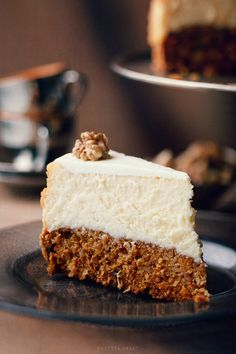 Carrot cake cheesecake - Original Recipe ☞ http://www.kwestiasmaku.com/desery/serniki/sernik_z_ciastem_marchewkowym/przepis.html  Click for an alternative #recipe in English