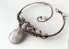 Купить Гривна  с агатом и розовым кварцем Хельга - медные украшения, медь, колье с камнями