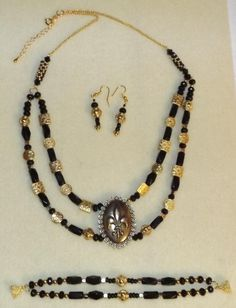 Black and Gold Fleur de Lis Jewelry Set - Jewelry creation by Sharon Jewelry Sets, Gold Jewelry, Jewelry Making, Strand Necklace, Beaded Necklace, Handmade Jewelry, Jewels, Chain, Pendant