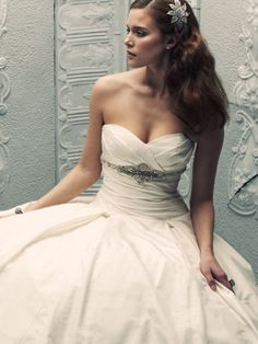 Someday I will meet the most amazing man in the world for me and one day he'll ask me the most perfect question I have ever heard, then...I'm going to buy this dress ;)