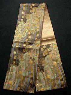 This is an elegant Fukuro obi with gorgeous 'Kiku'(chrysanthemum) in wavy lines pattern, which is woven