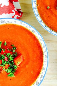 This creamy low FODMAP red pepper soup combines rich tomato flavours with the sweetness of roasted red capsicum, carrot and parsnip! My friend who isn't a fan of red capsicums loved this soup. Serve this soup with a side of low FODMAP bread. Red Pepper Soup, Sweet Red Pepper, Stuffed Pepper Soup, Stuffed Peppers, Bell Pepper, Diet Soup Recipes, Lunch Recipes, Easy Dinner Recipes, Free Recipes