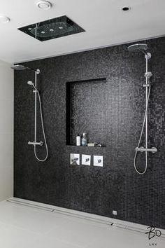 Laatat, syvennys suihkuseinässä, suorakaideviemärit seinän vieressä Bathroom Spa, Bathroom Toilets, Laundry In Bathroom, Bathroom Interior, Modern Bathroom, Small Bathroom, Master Bathroom, Laundry Room Inspiration, Bad Inspiration