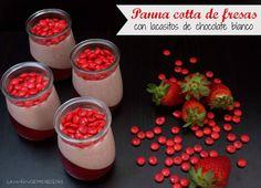 Panna Cotta de fresas con Lacasitos de chocolate blanco