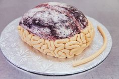 How To Make A Gory Red Velvet Brain Cake For Halloween. This spooky cake recipe is perfect for a Halloween party! Bolo Halloween, Postres Halloween, Dessert Halloween, Halloween Snacks, Halloween Cakes, Halloween Party, Holiday Treats, Holiday Recipes, Brain Cake