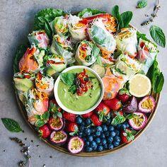 Sommerrollen Platte mit Avocado Dip dinner ideas for her meals Login Yummy Recipes, Vegan Recipes, Cooking Recipes, Vegan Meals, Diet Recipes, Nutritious Meals, Easy Cooking, Brunch Recipes, Cooking Tips