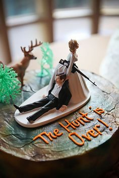 """Country Wedding Cakes Bahaha, every time me and mom see this one at Walmart, we say this is the one I'll use. """"The Hunt Is Over"""" country wedding cake topper - Country Wedding Cake Toppers, Funny Wedding Cakes, Creative Wedding Cakes, Wedding Topper, Wedding Humor, Redneck Wedding Cakes, Redneck Weddings, Wedding Games, Wedding Songs"""