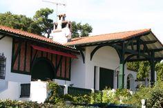 Arbonne, à quelques mètres du Bourg, très belle maison contemporaine ...