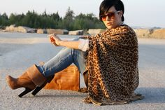 leopard.Look @ them boots!