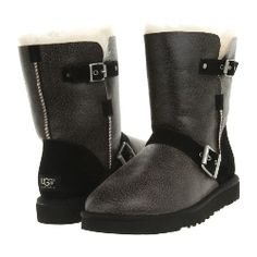 W Ugg - Classic Short Dylyn Ugg Shoes, Shoe Boots, Ugg Classic Short, Black Bomber Jacket, Bearpaw Boots, Free Clothes, Fashion Boots, Uggs