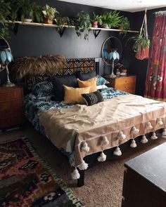 I've always loved black walls but find them hard &; I've always loved black walls but find them hard &;Club pinpicturesclub Home Accents I've always loved black walls but […] wall Bohemian Bedroom Decor, Bedroom Inspo, Bedroom Ideas, Bedroom Designs, Bohemian Pillows, Eclectic Bedroom Decor, Eclectic Lamps, Bohemian Room, Bohemian Beach