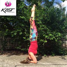 Yog_a_melia making this pose look easy. Thanks for showing off our Hawaiian Night Capris. Find yours at www.kastaustralia.com #yog_a_melia #kastaustralia #printedtights #yogawear #thankyou