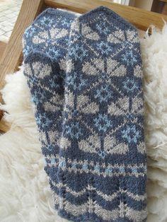 Ravelry: Bumbucis' Latvian mittens, Rēzeknes district, Vilani Tapestry Crochet Patterns, Fair Isle Knitting Patterns, Knitting Charts, Hand Knitting, Knitted Mittens Pattern, Knit Mittens, Knitted Gloves, Knitting Accessories, Knit Or Crochet