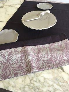 Centrotavola runner di misto lino viola con inserto di tessuto damascato  Busatti, tovaglia di lino, striscia da tavolo Runner, Etsy, Damascus
