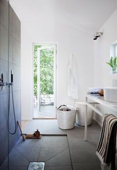 Korbo bathroom inspiration Classic 65 & 80 with white laundry bag. The laundry bags is available in black & white, for 65 & 80 litre Korbo. Large Wire Basket, Large Baskets, Hamper Basket, Swedish Design, Japanese House, Prefab Homes, Bathroom Inspiration, Bathroom Ideas, Outdoor Storage