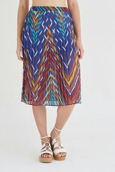 Pleated skirt Basic Wardrobe Essentials, Wardrobe Basics, Pleated Skirt, Midi Skirt, Skirts, Fashion, Pleated Skirt Outfit, Moda, Skirt