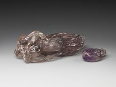 清 紫晶佛手形盒 Container in the shape of a Buddha's hand  Period:Qing dynasty (1644–1911) Date:18th century Culture:China Medium:Amethyst Dimensions:H. 3 1/2 in.