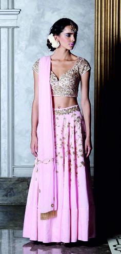 pink and gold lehenga,choli cut blouse,chiffon lehenga,e ngagement lehenga