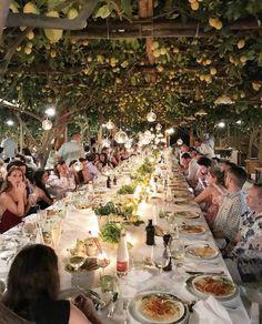 Italian Dinner in Capri Wedding Dinner, Italy Wedding, Dream Wedding, Amazing Photography, Nature Photography, Canon Photography, Travel Photography, Tree Restaurant, Outdoor Restaurant