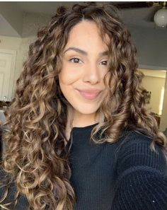 3a Curly Hair, Colored Curly Hair, Haircuts For Curly Hair, Hairstyles Haircuts, Curly Hair Styles, Curly Girl, Oblong Face Haircuts, Lighter Hair, Blonde Hair With Highlights
