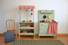 Wooden toy market and kitchen #woodenplaykitchen #macarenabilbao