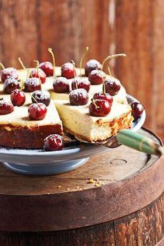 Liesl du Plessis van Bloemfontein se WEN-KAASKOEK is maklik, lekker en 'n waardige wenner. Daar het ongelukkig 'n foutjie ingeglip by die bestanddele van dié kaaskoek - 2 eiers is uitgelaat. Tart Recipes, Cheesecake Recipes, Sweet Recipes, Baking Recipes, Dessert Recipes, Dutch Recipes, Cheesecake Bites, Pudding Recipes, Desserts
