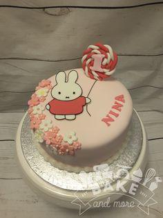 nijntje verjaardagstaart Miffy Birthday cake Cake Mix Cupcakes, Cupcake Frosting, Wedding Cupcakes, Birthday Cupcakes, Miffy Cake, Easy Cupcake Recipes, Mini Cakes, Cake Smash, Melting Chocolate