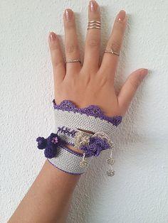 Crochet cuff Crochet bracelet Beaded crochet cuff by SESIMTAKI ☆